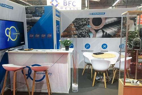 STAND - Stainless - Design & graphisme