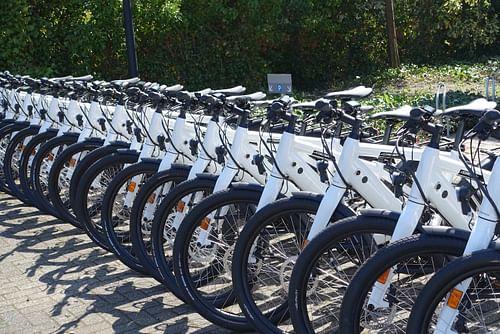 ALD Automotive (car leasing), introducing e-bikes - Reclame