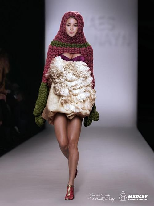 KNITTED CAPE - Advertising