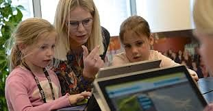 DigiGirlz: Women take charge at Microsoft - Public Relations (PR)