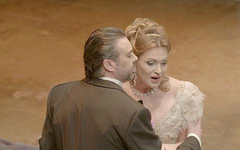 "Ópera "" La Traviata "", Turandot, Otelo, etc.."